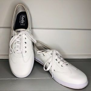 Women's Craze T-Toe White Leather Sneacker SZ 10